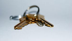 places you shouldn't hide house key