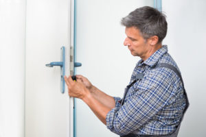 locksmith near you fixing a door