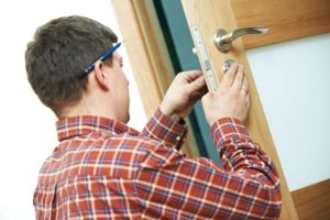 Locksmith working in Erie Colorado